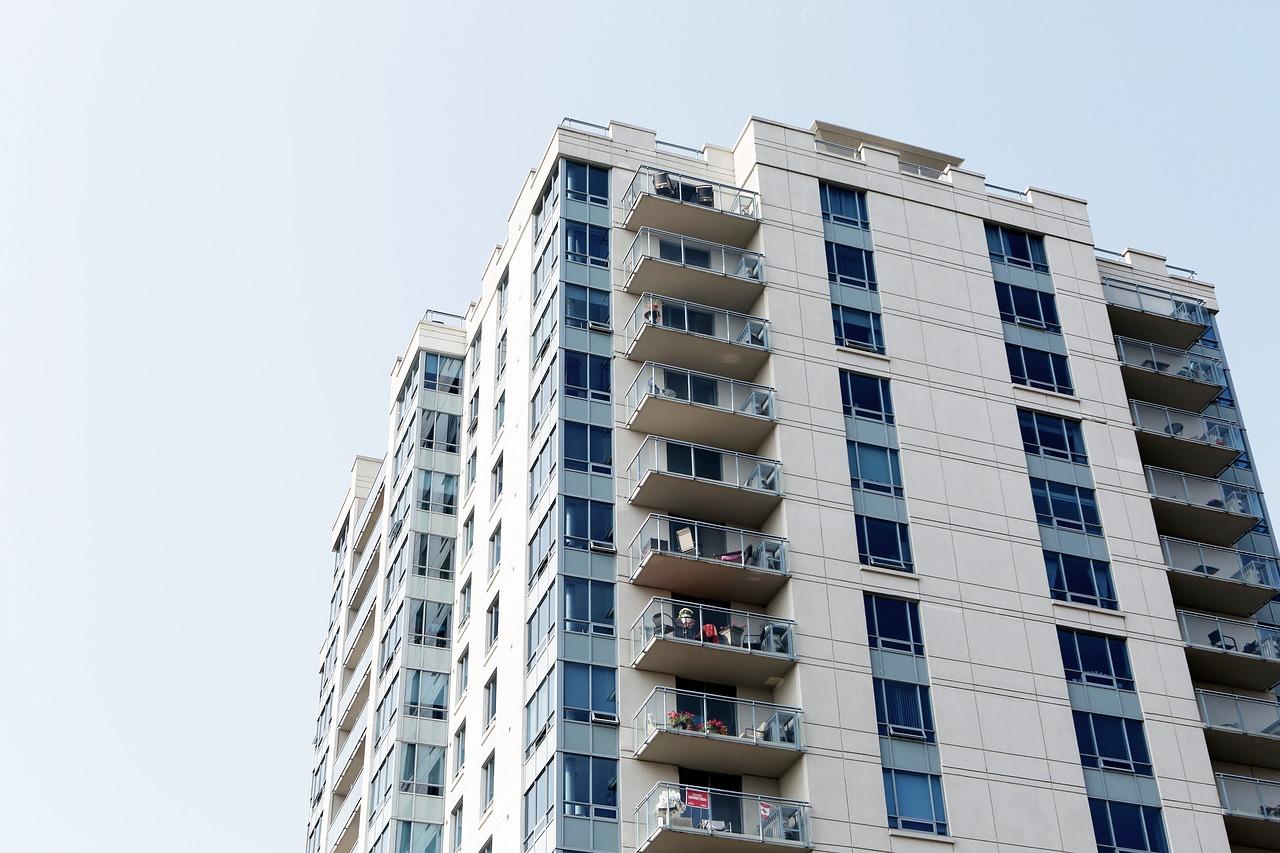 Une agence immobilière peut-elle vous aider à trouver un terrain adapté à vos besoins ?